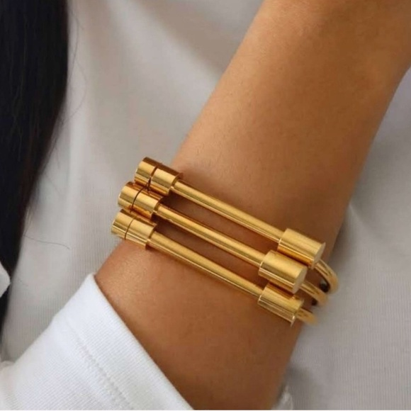1 Oak Jewelry - Gold Fancy Horse Shoe Screw Cuff Bracelet Bangle